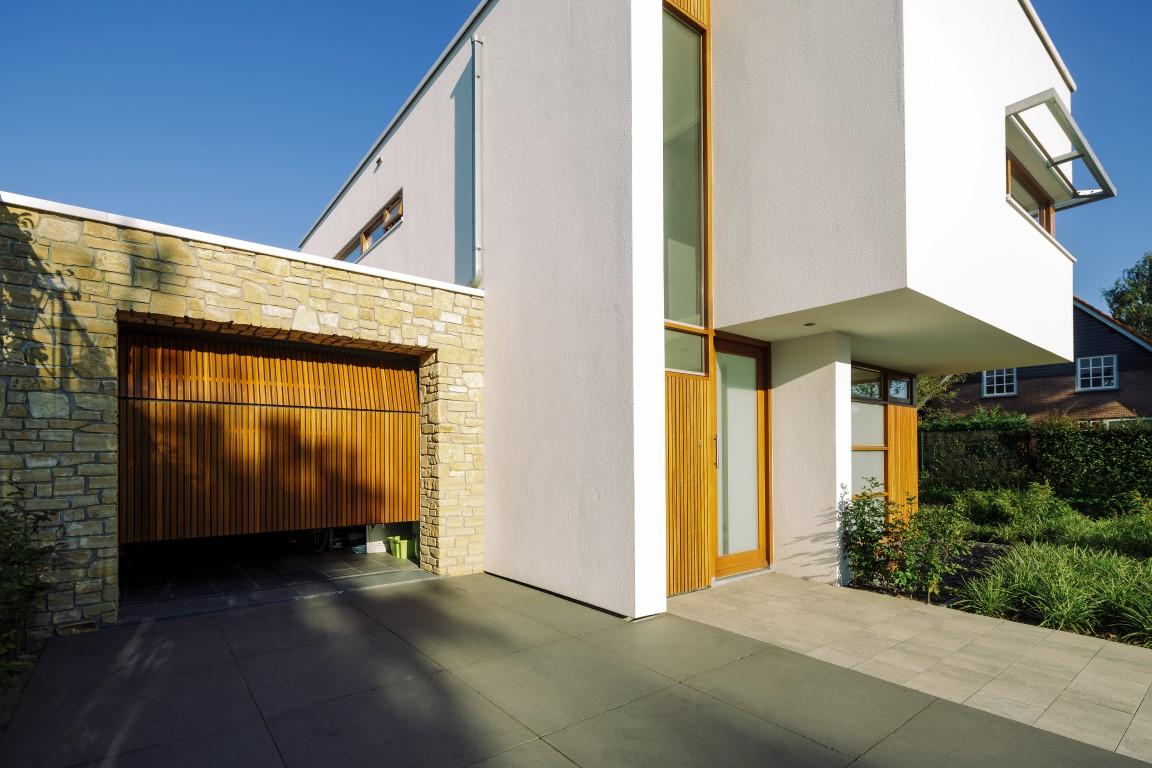 verticale houten sectionaaldeur