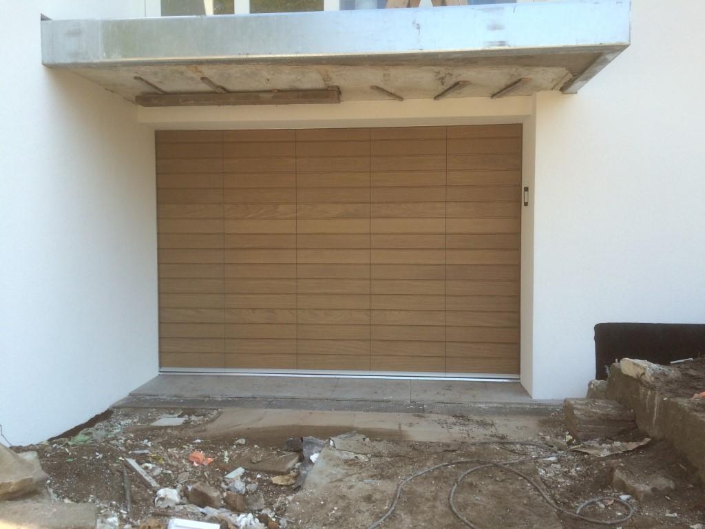 zijwaartse houten sectionaaldeur