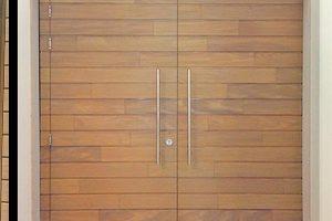 Houten-voordeur-en-garagedeur-in-dezelfde-stijl-sm2