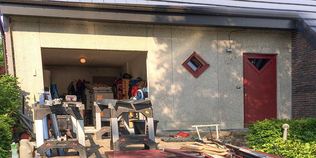 houten-garagedeur-en-voordeur-in-de-gevel-11