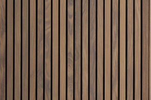 Dubbele-houten-zijwaartse-garagedeur-van-afrormosia-latten-a