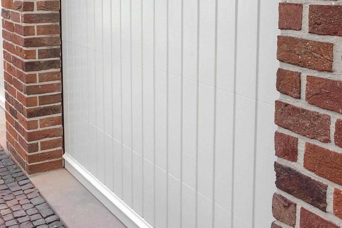 witte-houten-sectionaaldeur-klassiek-verticale-profilering-71