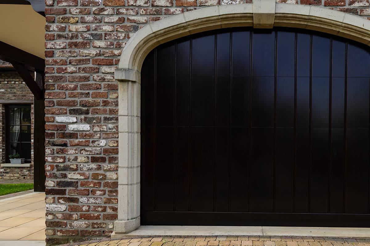 Elektrisch-houten-garagedeur-verticaal-c