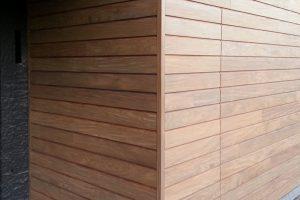 elektrisch-houten-garagedeur-met-gevelbekleding-31