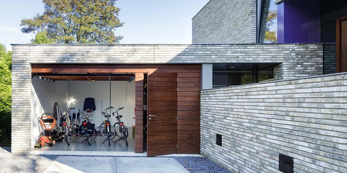 houten-garage-deur-afrormosia-gevelbekleding-voordeur-7