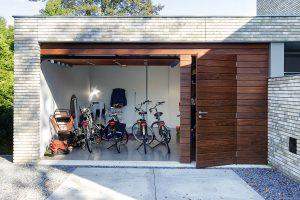 houten-garage-deur-afrormosia-gevelbekleding-voordeur-5