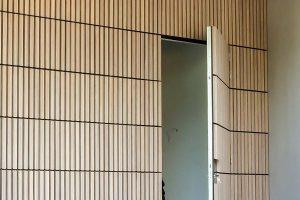 houten-sectionaaldeur-verticaal-bamboe-2