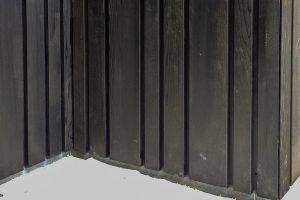 Zwarte-houten-sectionaal-garagedeur-verticaal-geprofileerd-4