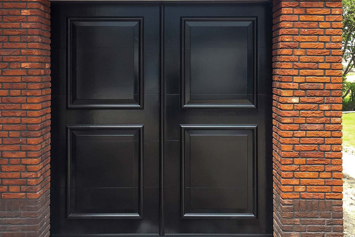 Elektrische-openslaande-garagedeur-uitgevoerd-als-sectionaaldeur-01