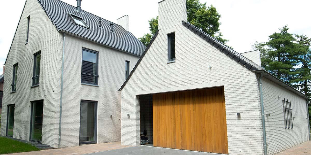 Zijwaartse-sectionaaldeur-van-Red-Cedar-hout-5
