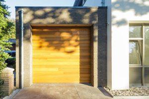 Red-Cedar-houten-sectionaaldeur-1