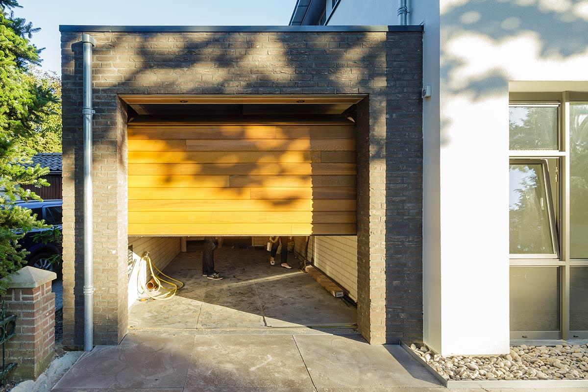 Red-Cedar-houten-sectionaaldeur-3