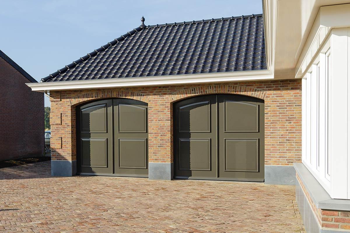 Elektrisch-openslaande-garagedeuren-als-sectionaaldeur