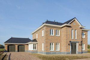 Elektrisch-openslaande-garagedeuren-als-sectionaaldeur-2