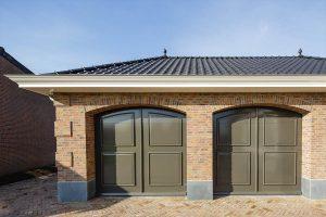 Elektrisch-openslaande-garagedeuren-als-sectionaaldeur-31