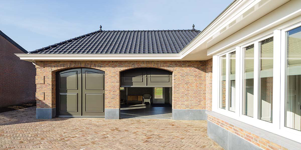 Elektrisch-openslaande-garagedeuren-als-sectionaaldeur-21