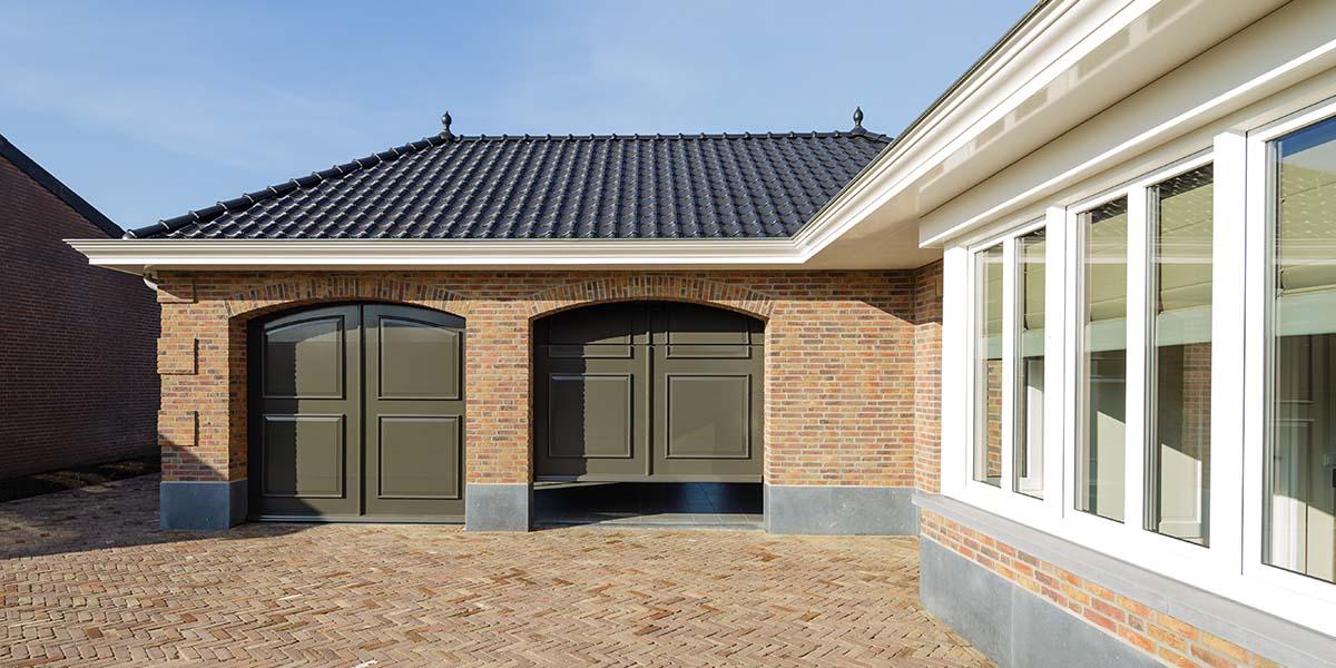 Elektrisch-openslaande-garagedeuren-als-sectionaaldeur-32
