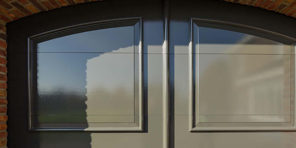 Elektrisch-openslaande-garagedeuren-als-sectionaaldeur-7