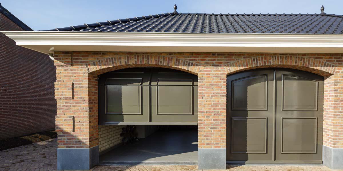 Elektrisch-openslaande-garagedeuren-als-sectionaaldeur-9