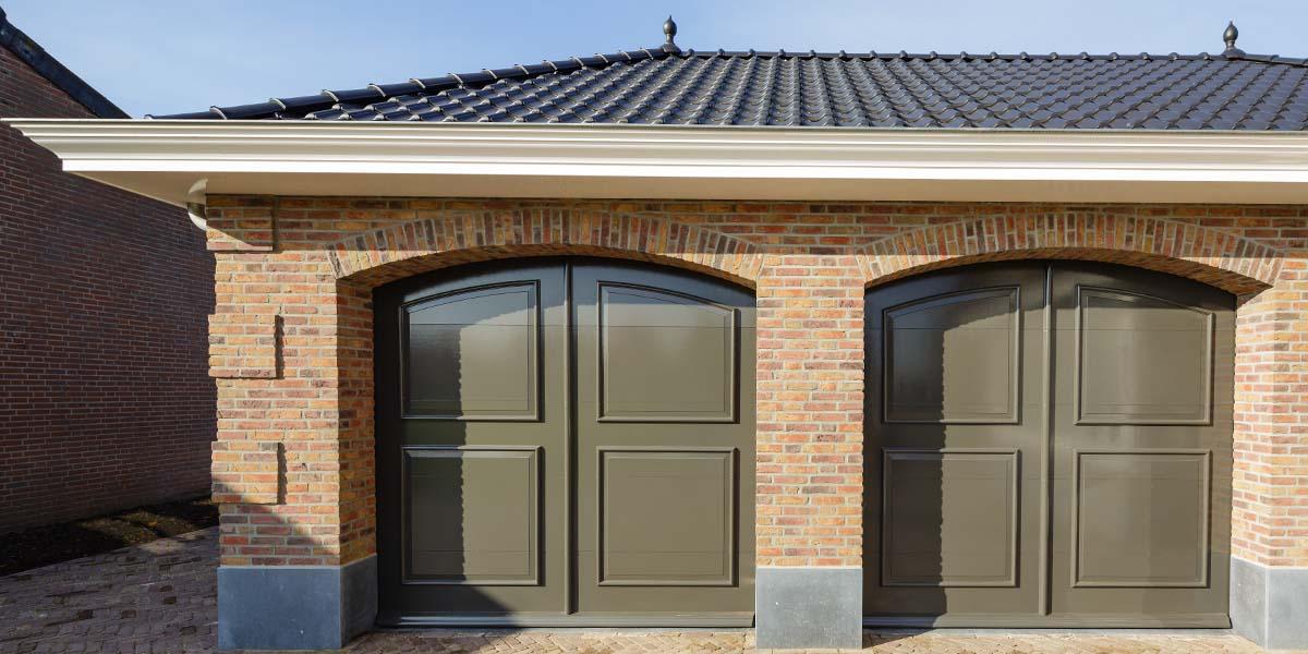 Elektrisch-openslaande-garagedeuren-als-sectionaaldeur-10