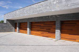 houten-garagedeuren-red-cedar-polen-2