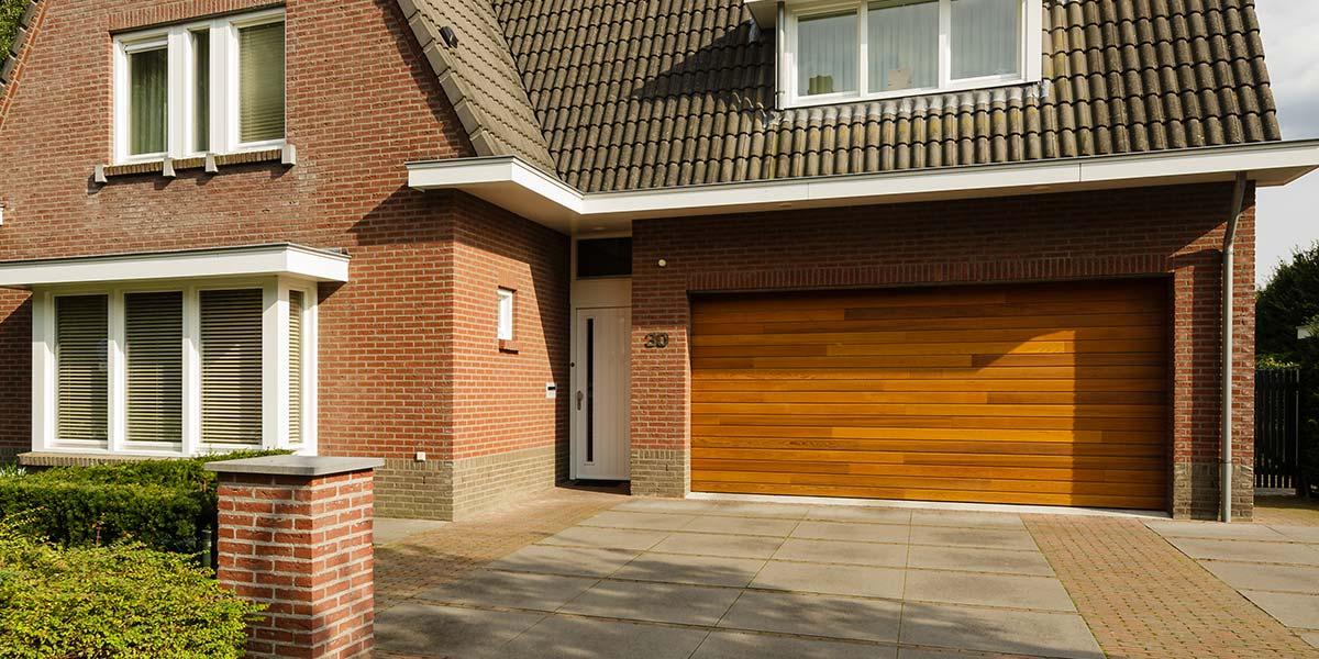 Red-Cedar-houten-sectionaaldeur-Helmond-