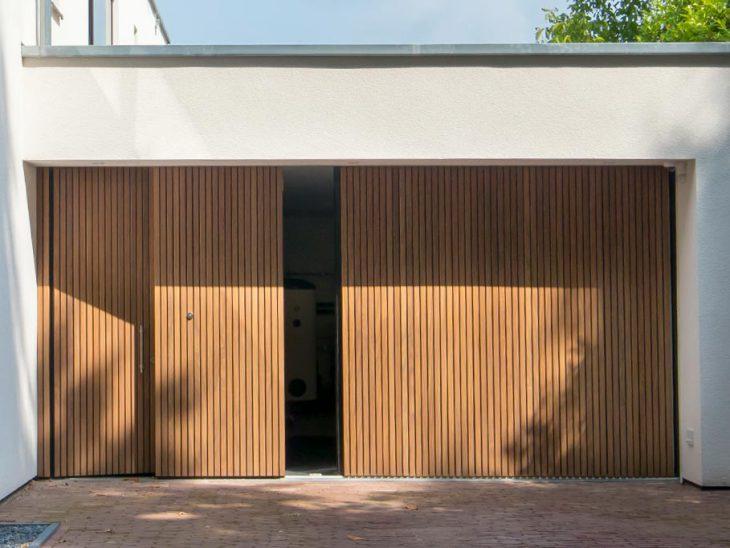 Zijwaartse houten garagedeuren
