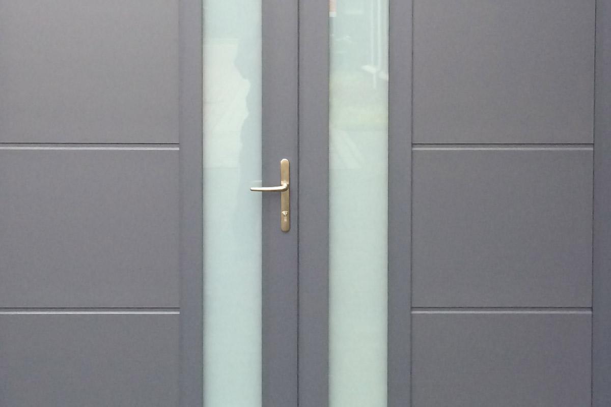 Onderhoudsarme-openslaande-garagedeur-2