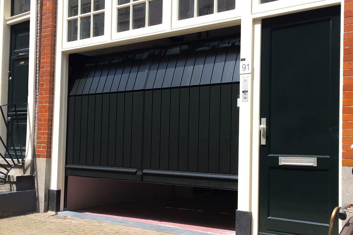 verticale-garagedeuren-van-hout-4
