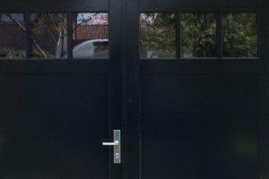 Houten-dubbele-deuren-met-raampjes-2