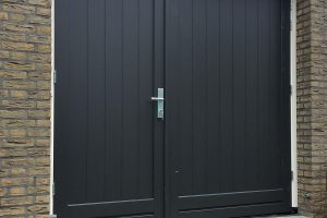 houten-openslaande-garagedeur-asymmetrisch-4