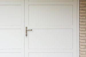 witte-openslaande-garagedeur-vlaksverdeling-2