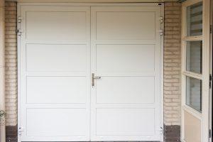 witte-openslaande-garagedeur-vlaksverdeling-3