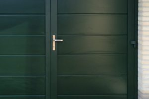 groene-onderhoudsvrije-garagedeur-6