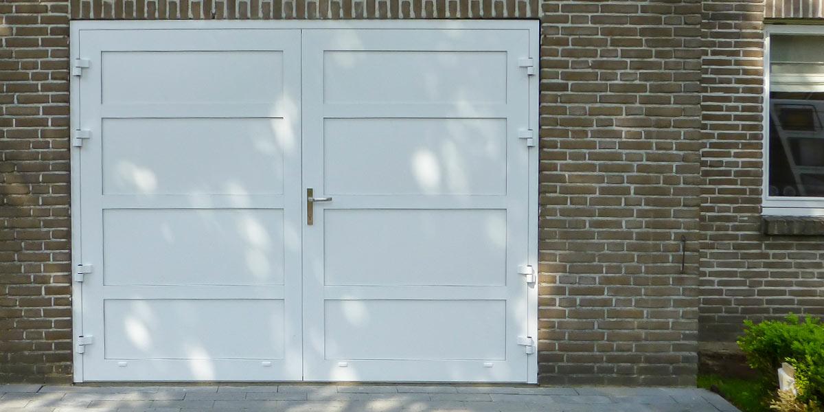 https://garagedeuren.s3.amazonaws.com/20180823162128/Openslaande-deur-en-poort-in-dezelfde-stijl.jpg