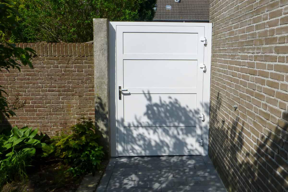 Openslaande-deur-en-poort-in-dezelfde-stijl-3