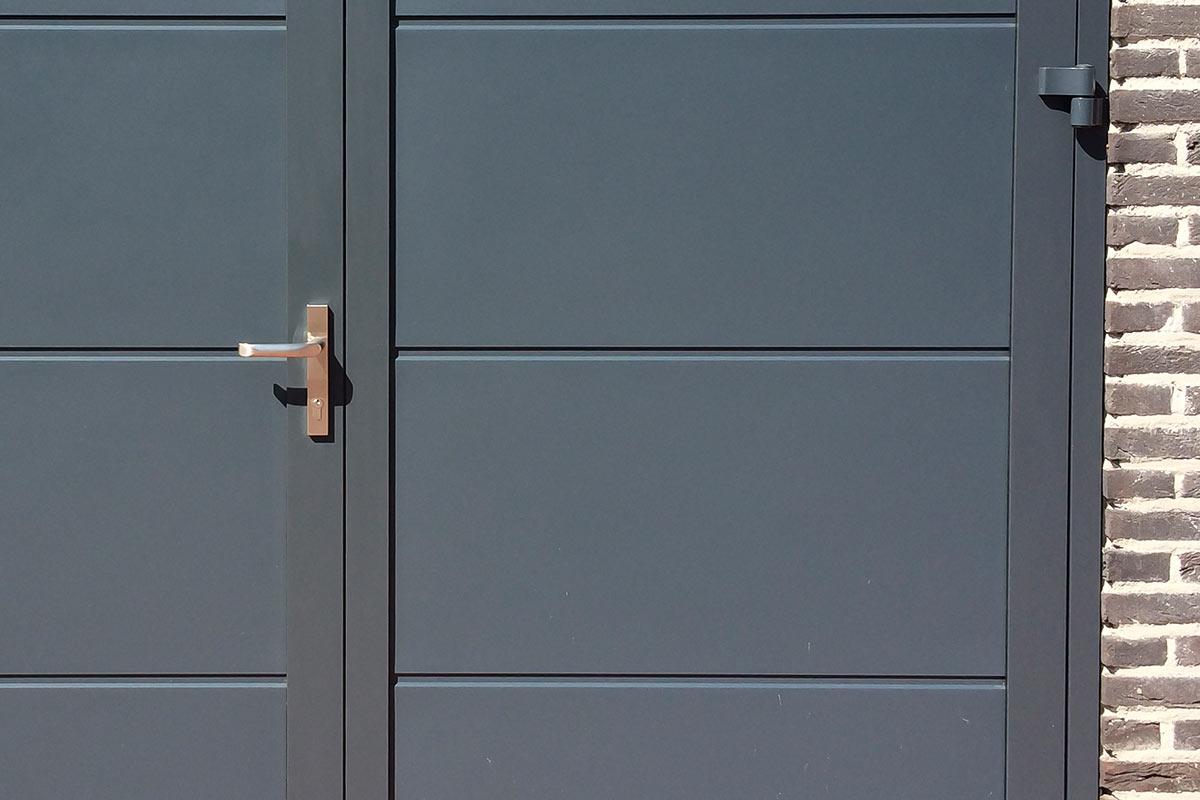 openslaande-garagedeur-vlak-glad-structuur-2