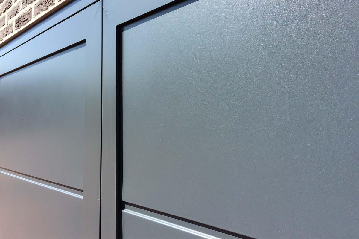 openslaande-garagedeur-vlak-glad-structuur-3