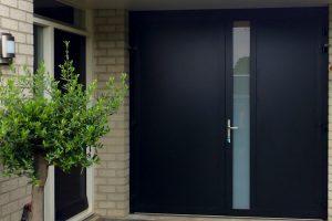 openslaande-garagedeur-zwart-melkglas-modern-3