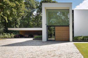 3-sectionaaldeuren-geïntegreerd-in-de-gevel-geproduceerd-van-Plato-Free-Willy-3
