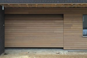 Afrormosia-houten-sectionaaldeur-2