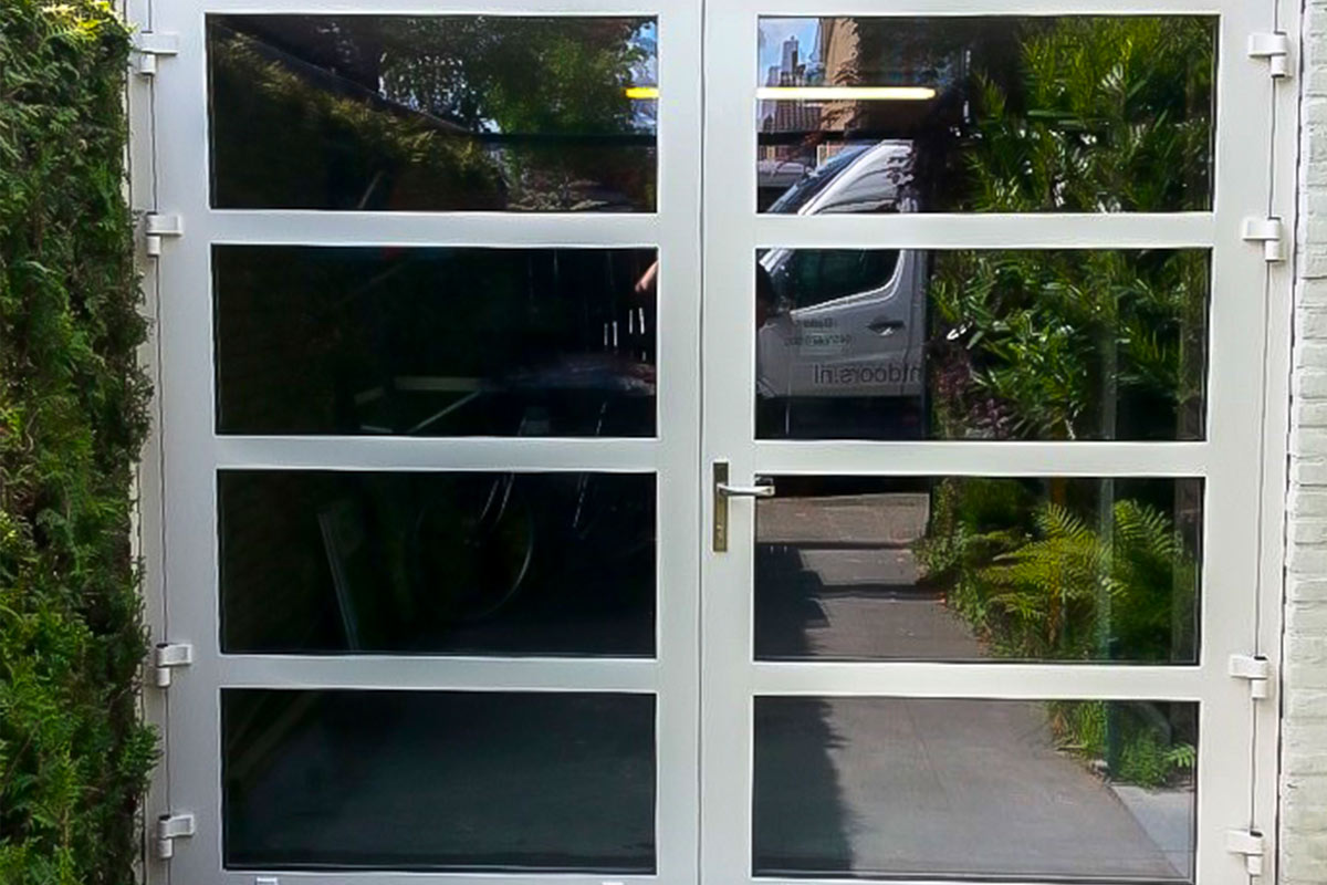 garagedeur-van-glas-4vlakken-horizontaleonderbreking-2