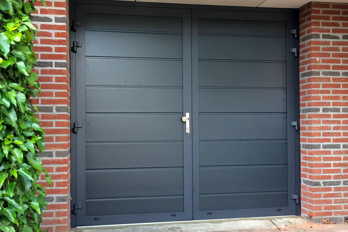 dubbele-deuren-vlak-glad-geisoleerd-blauw