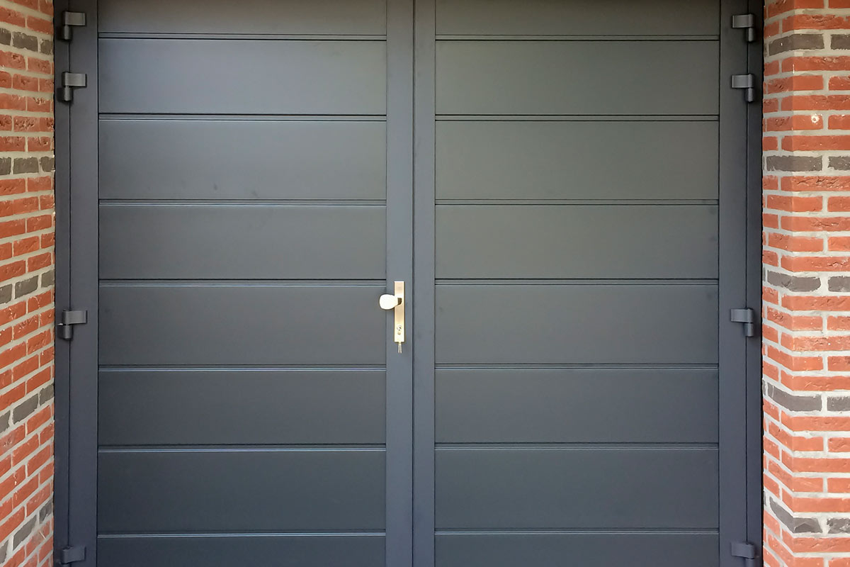 dubbele-deuren-vlak-glad-geisoleerd-blauw-2