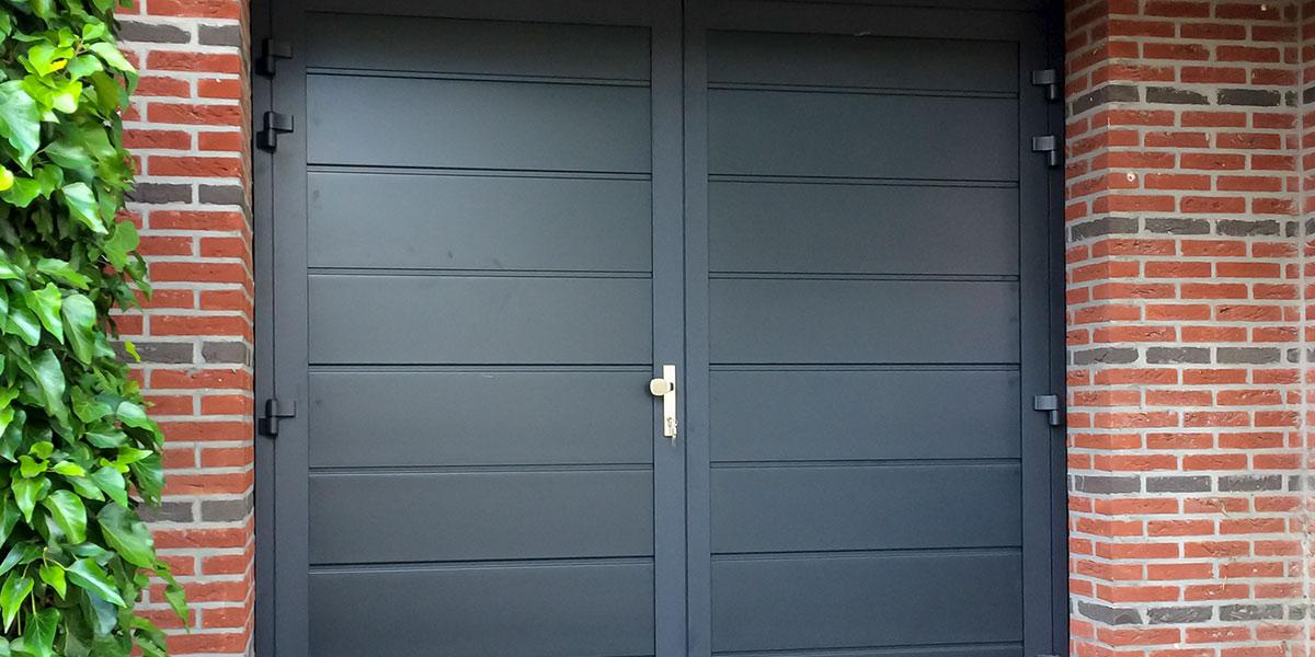 https://garagedeuren.s3.amazonaws.com/20180907123751/dubbele-deuren-vlak-glad-geisoleerd-blauw-3.jpg