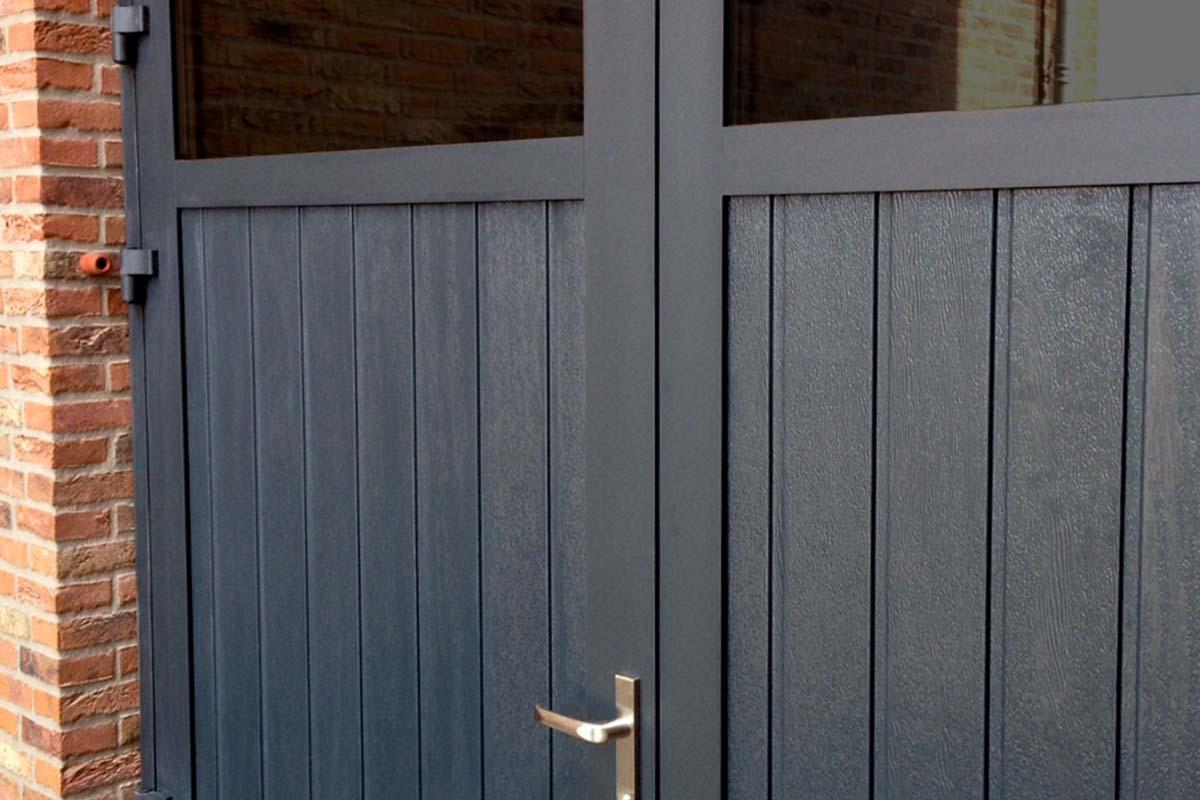 Openslaande-garagedeuren-met-HR-glas