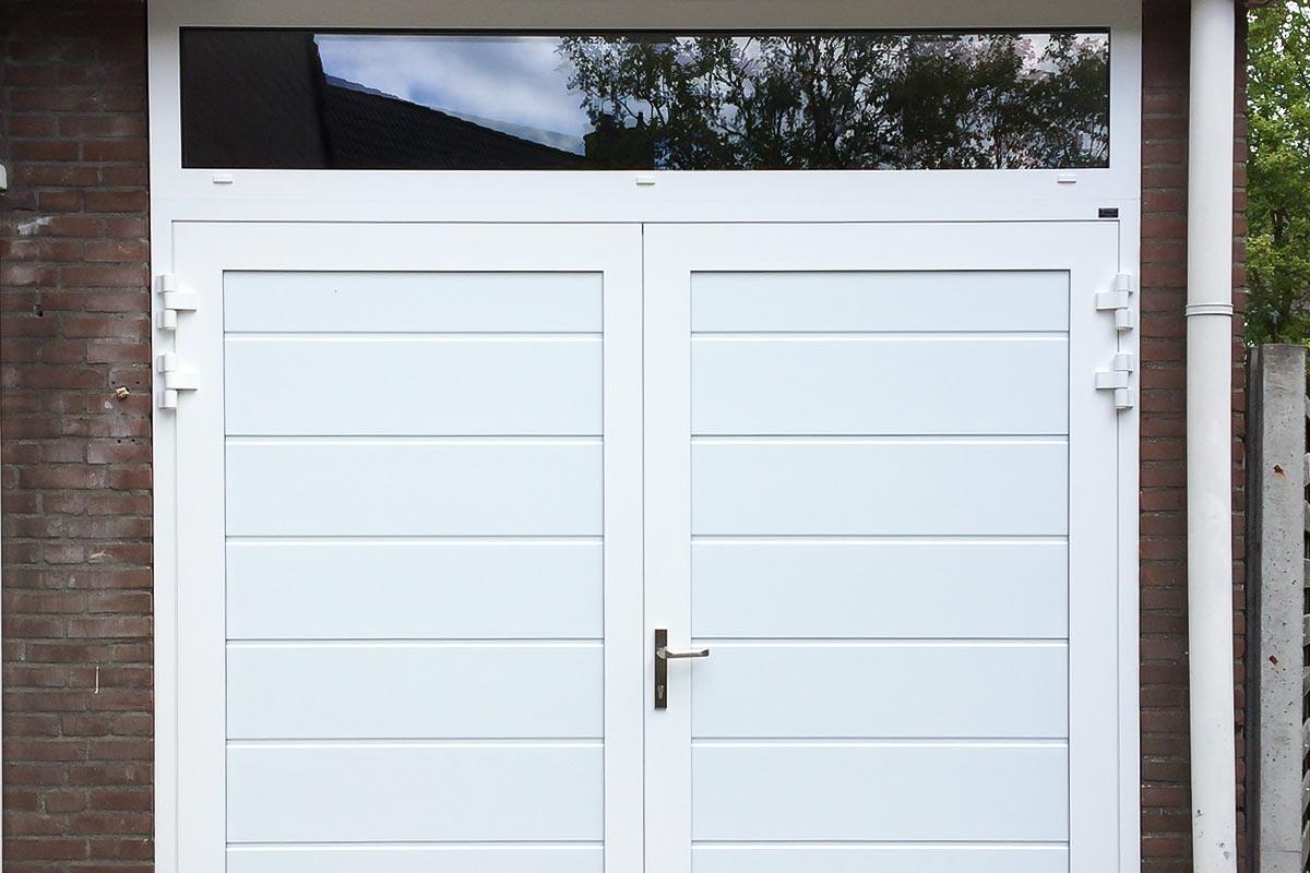 Openslaande-garagedeuren-vast-bovenglas