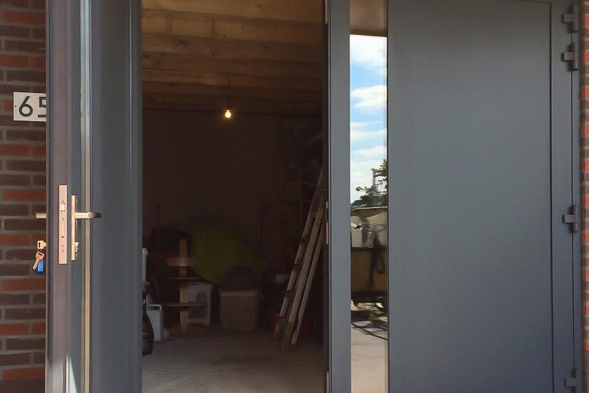 openslaande-deuren-vlakke-plaat-ral7016-2