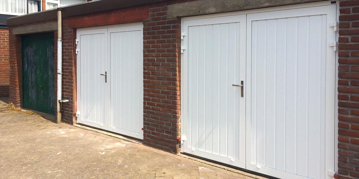 https://garagedeuren.s3.amazonaws.com/20180911094624/twee-openslaande-garage-deuren.jpg