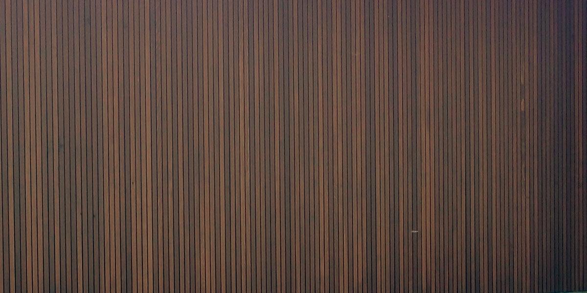 https://garagedeuren.s3.amazonaws.com/20180917113220/Zijwaartse-Red-Cedar-houten-garagedeur.jpg